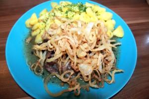 Zwiebelrostbraten mit Bratkartoffeln