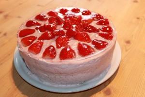 Leckere Torte mit Erdbeeren und Joghurt