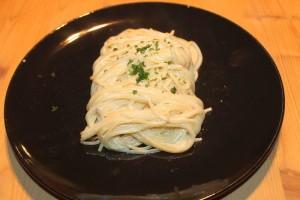 Spaghetti Carbonara mit Obers, Schinken und Ei